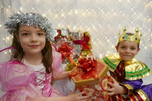 Festive fairy Aoife and her brother King Eoghan Cregg getting excited ahead of the Cracking Christmas Fair at Mallow Castle this Saturday. Photo by Sean Jefferies photography