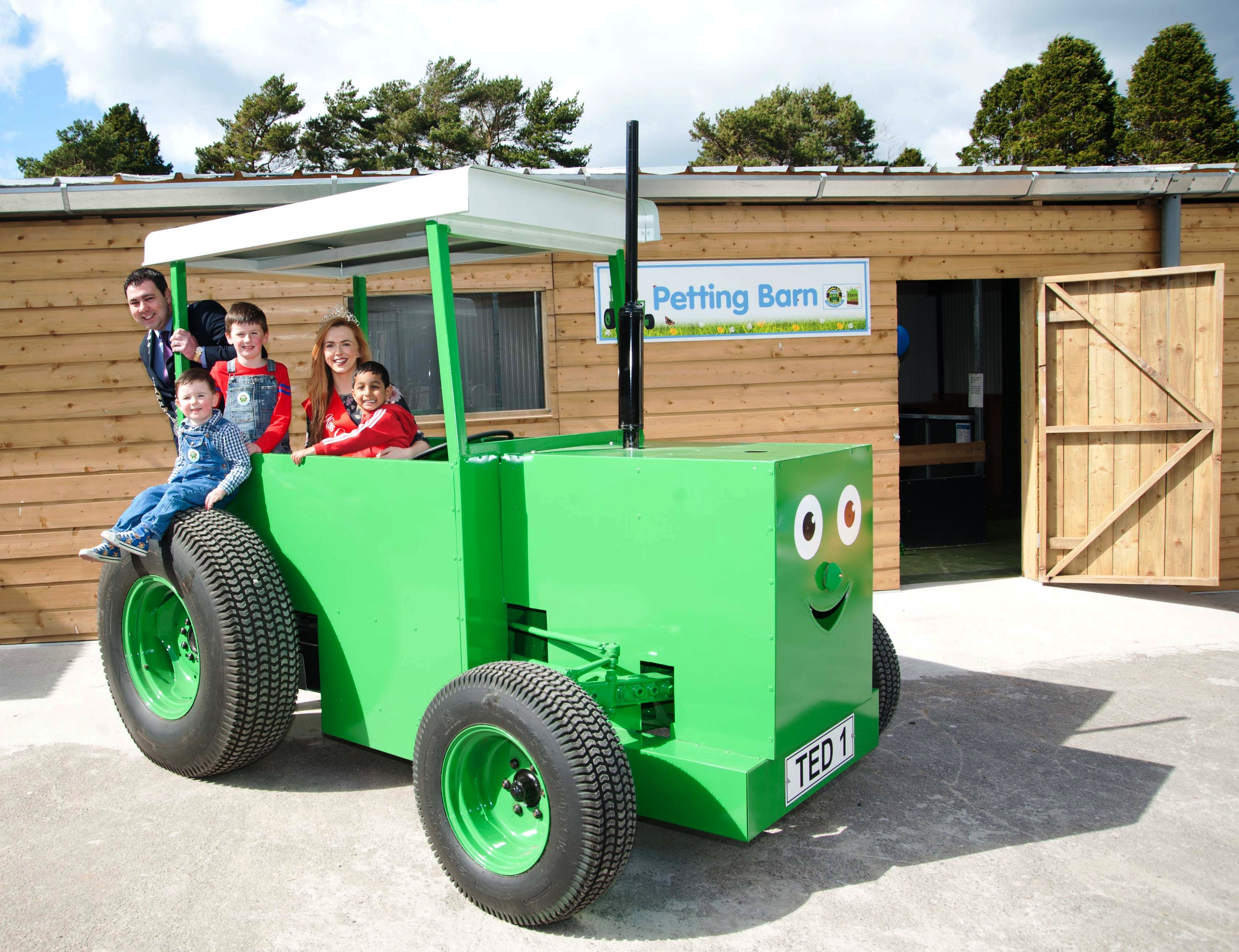 """County Mayor visits Tractor Ted in Action On """"The Farm"""" in Grenagh"""