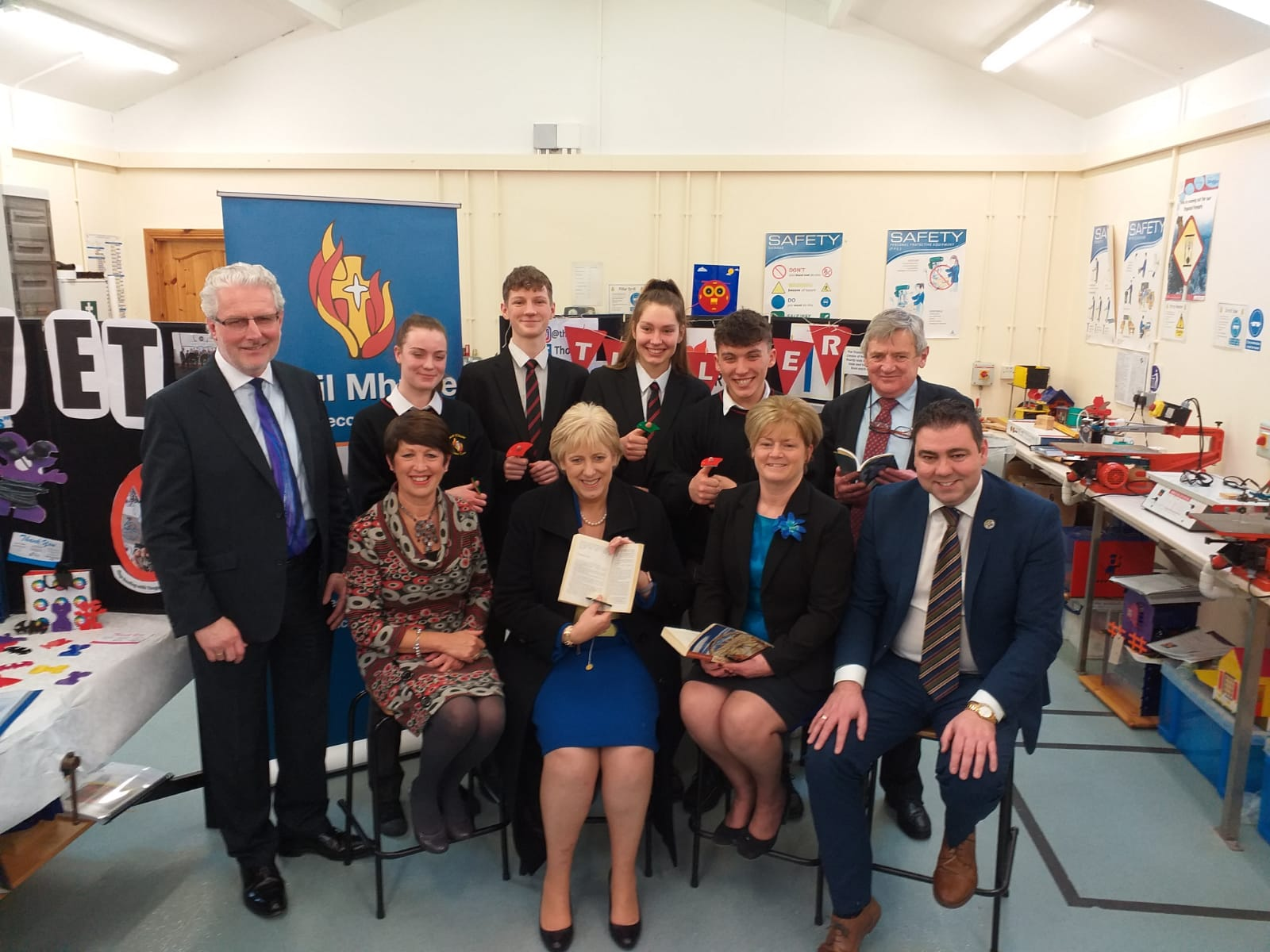 O'Shea and Minister Humphreys visit Scoil Mhuire for Enterprise Lesson